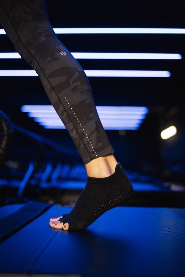 Toesox Grip Sock Black, Open Toe