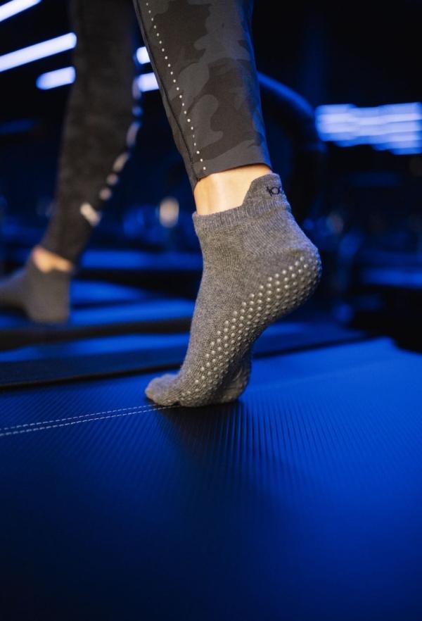 Toesox Grip Sock Charcoal Grey, Close Toe