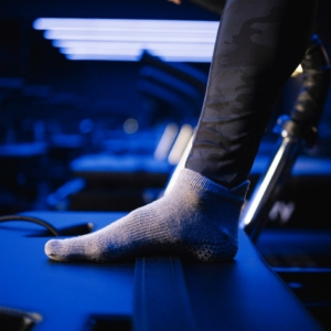 Toesox Grip Sock Heather Grey, Close Toe
